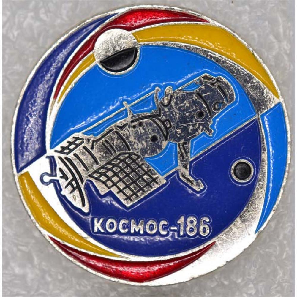 Нагрудный знак Космос-186