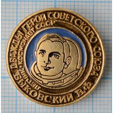 """Значок """"Герои СССР"""" - Быковский В.Ф."""