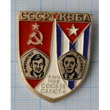 """Значок """"Космос-8"""" СССР - Куба Союз-38, Салют-6"""
