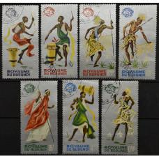 1965, сентябрь. Набор почтовых марок Бурунди. Всемирная выставка, Нью-Йорк, танцоры, серебряный фон