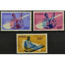 1962, июнь. Набор почтовых марок Гвинеи. Музыканты. Авиапочта