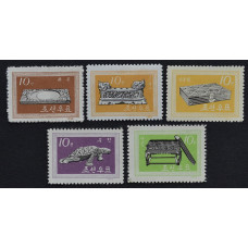 1962, июль. Набор почтовых марок Северной Кореи (КНДР). Письменные принадлежности из династии Корё и Йи