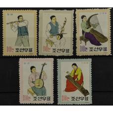 1962, февраль. Набор почтовых марок Северной Кореи (КНДР). Народные музыкальные инструменты