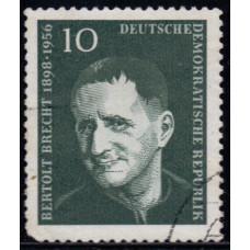 1957, август. Почтовая марка Германии (ГДР). 1-я годовщина смерти Бертольта Брехта. 10 пфенинг