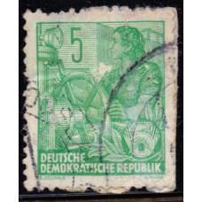 1953, август. Почтовая марка Германии (ГДР). Пятилетний план. 5 пфенинг