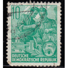 1953, август. Почтовая марка Германии (ГДР). Пятилетний план. 10 пфенинг
