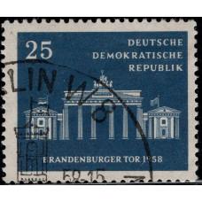 1958, ноябрь. Почтовая марка Германии (ГДР). Бранденбургские ворота. 25 пфенинг