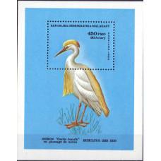1986. Сувенирный лист Мадагаскара. Bubulcus ibis ibis. 450 франков.