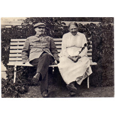 Открытка В. И. Ленин и Н. К. Крупская в Горках. 1961 г. Чистая