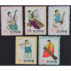 1962, февраль. Набор почтовых марок Северной Кореи. Народные музыкальные инструменты