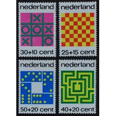 1973, ноябрь. Набор почтовых марок Нидерландов. Уход за детьми